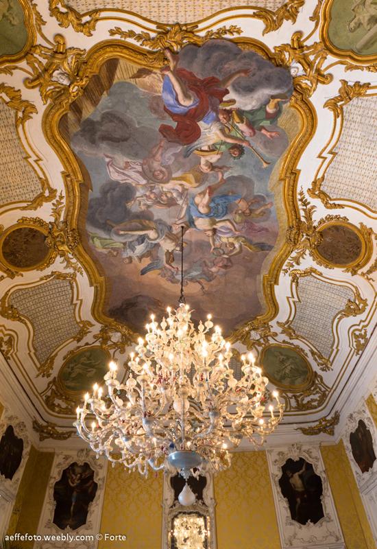 Lampadario di Murano Ca' Rezzonico ed affresco Vito D'anna