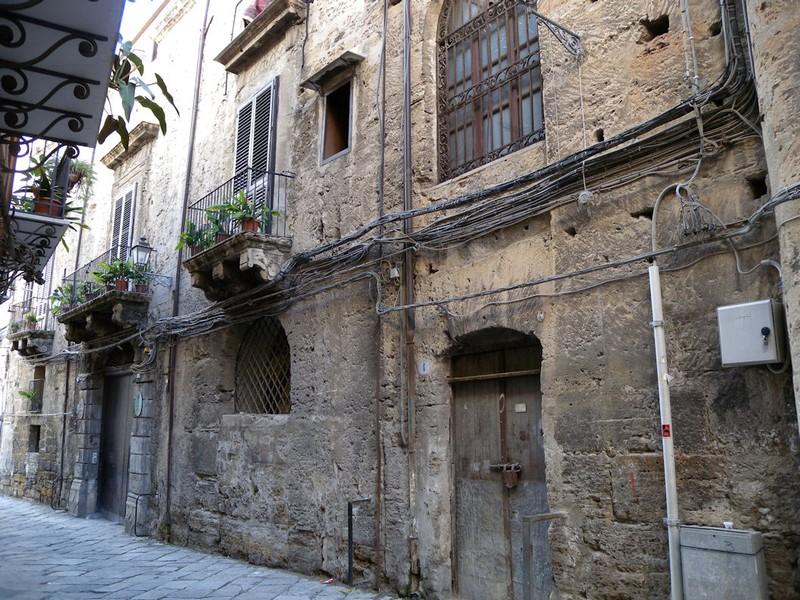 Frontespizio Palazzo Federico