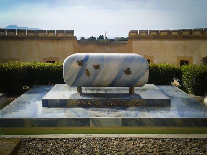 Tomba di Renato Guttuso, opera di Giacomo Manzù Villa Cattolica - Bagheria