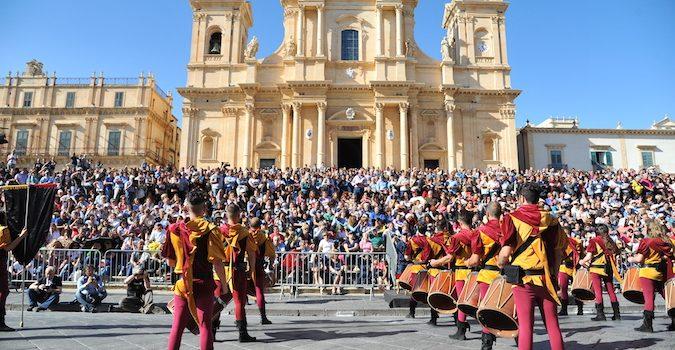 La parata del Corteo Barocco - Infiorata di Noto