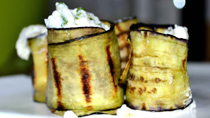 Grilled aubergine rolls with fresh ricotta