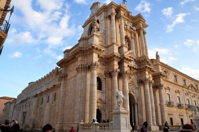 I 10 siti UNESCO della Sicilia: l'ex tempio di Atena ora Duomo di Siracusa