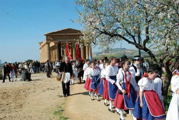 Eventi Manifestazioni Sicilia-Festa del Mandorlo in Fiore