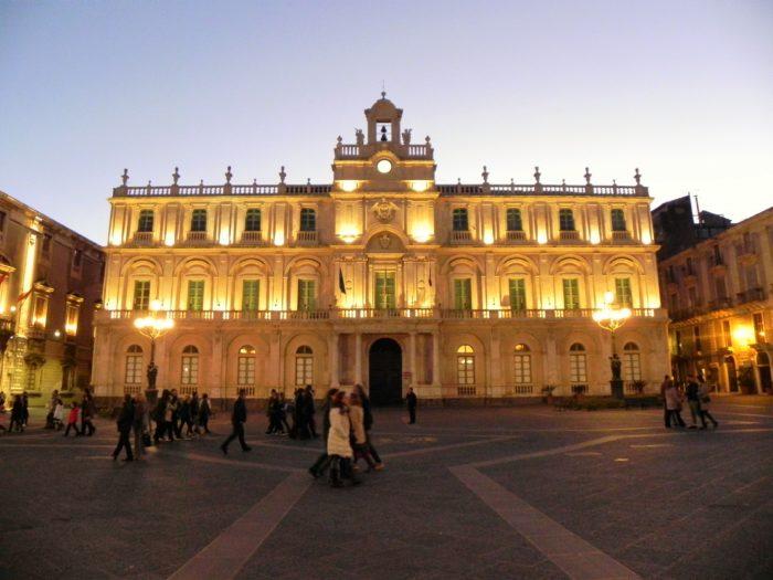 Quattro leggende di Catania - Piazza Università