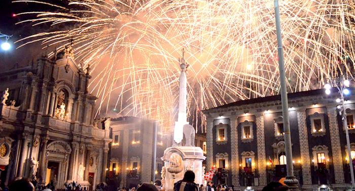L'allegria contagiosa unita alla vivace movida di Catania vi aspettano per festeggiare insieme.