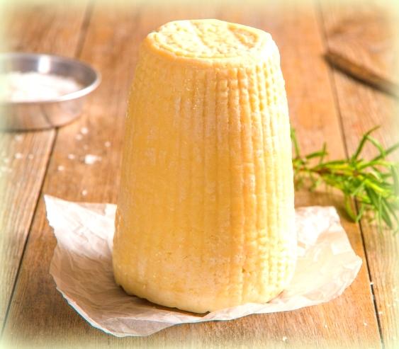 pasta con le zucchine fritte: la ricotta salata