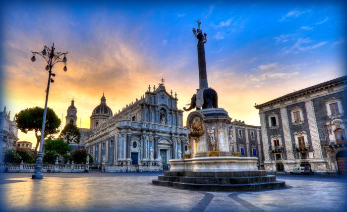 piazza duomo: la cattedrale di sant'agata e la fontana dell'elefante