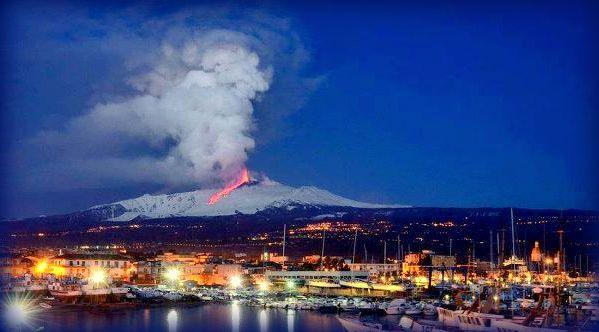 Secondo la leggenda la statua del Liotru protegge dalla lava la città