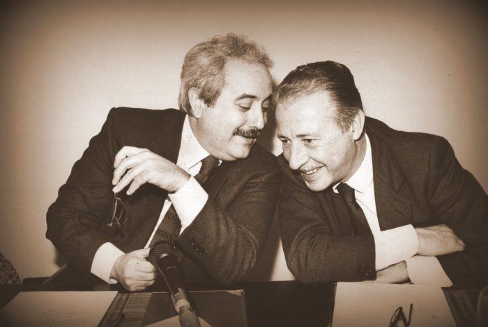 Falcone e Borsellino: due grandi uomini che hanno sacrificato la loro vita per ciò in cui credevano.
