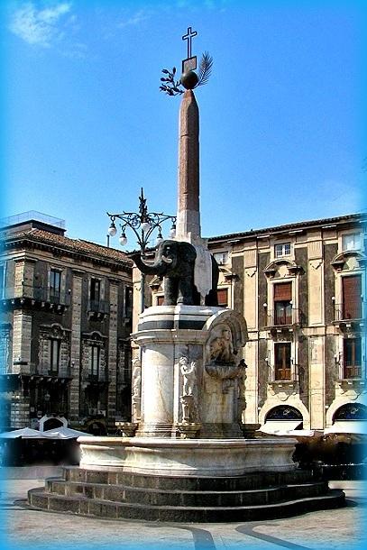 L'elefante di Catania: storia e leggenda del Liotru qui la fontana del Vaccarini