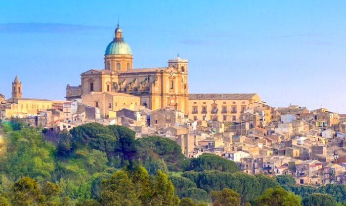 Villa Romana del Casale dista pochi chilometri da Piazza Armerina