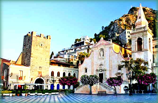 10 meraviglie da vedere a Taormina: Piazza IX Aprile