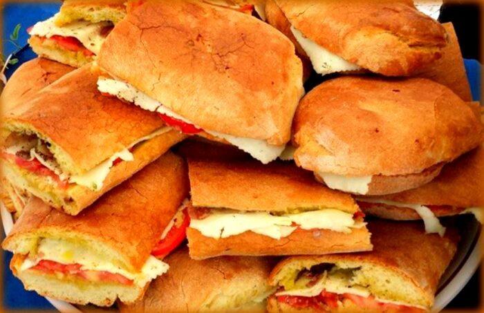 pani cunzatu: una bontà dalla sicilia