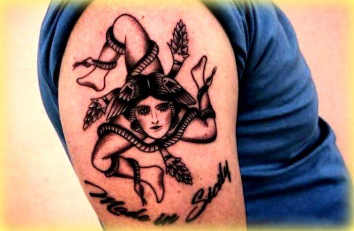 Un bellissimo tatuaggio con il simbolo della Trinacria