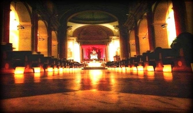 interno della chiesa al sepolcro in occasione della via lucis