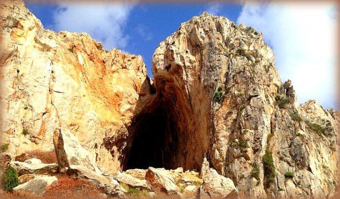 7 siti preistorici in sicilia: grotta dei cavalli
