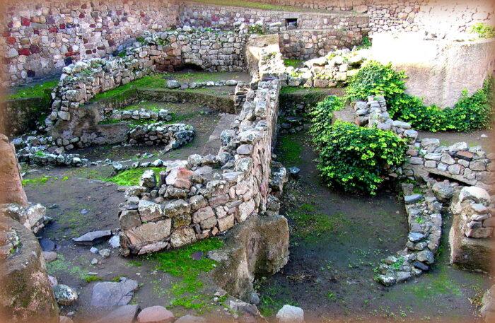7 siti preistorici in sicilia: villaggio preistorico di lipari