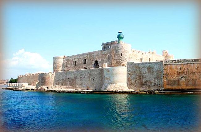 castello di maniace visto dal mare