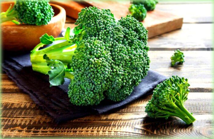 scacciata con i broccoli: le cime dei broccoli