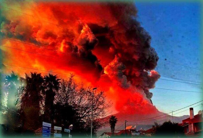 colonna di fumo e sabbia eruzione febbraio 2021