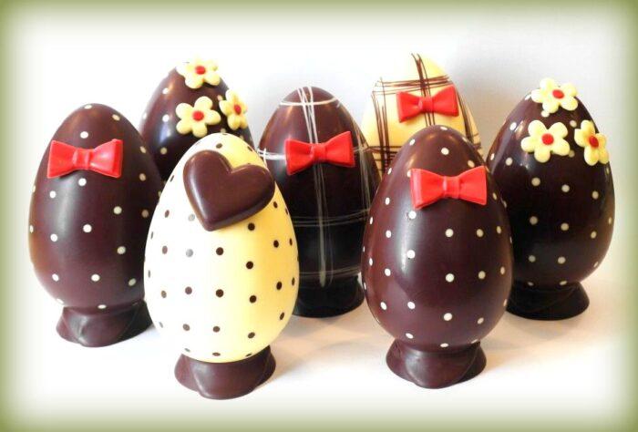 uovo simbolo della pasqua: uova artigianali di cioccolato