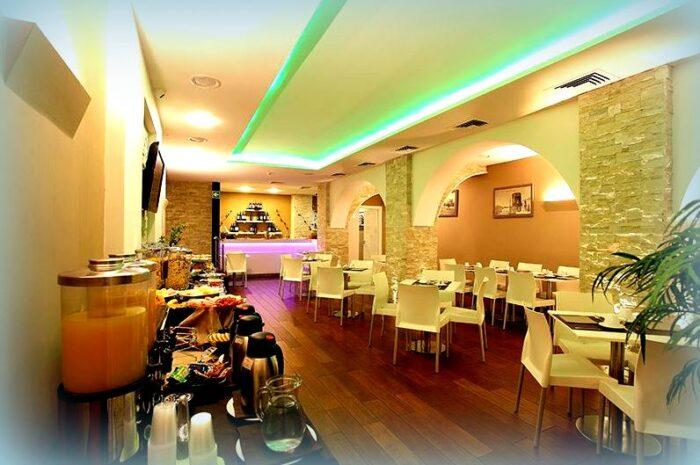 Hotel Ibis Palermo Cristal: l'Estate 2021 in Sicilia è liberi di viaggiare! Sala colazione